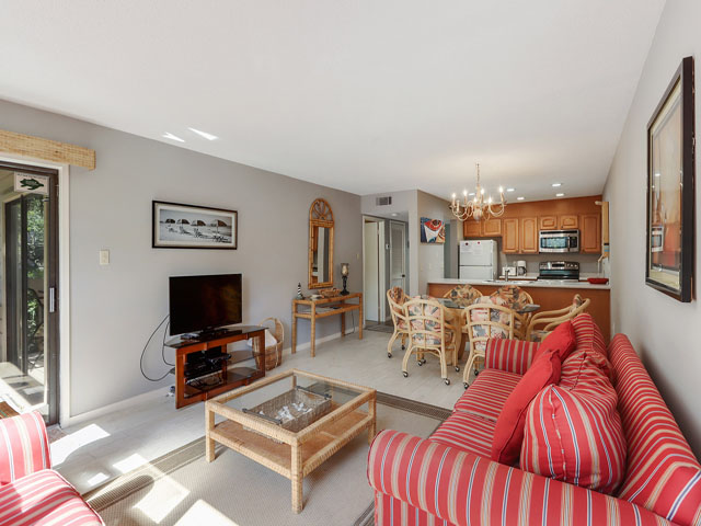 11 Moorings - - Living Room