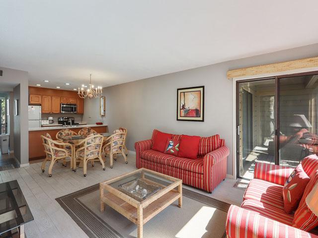 11 Moorings - Living room