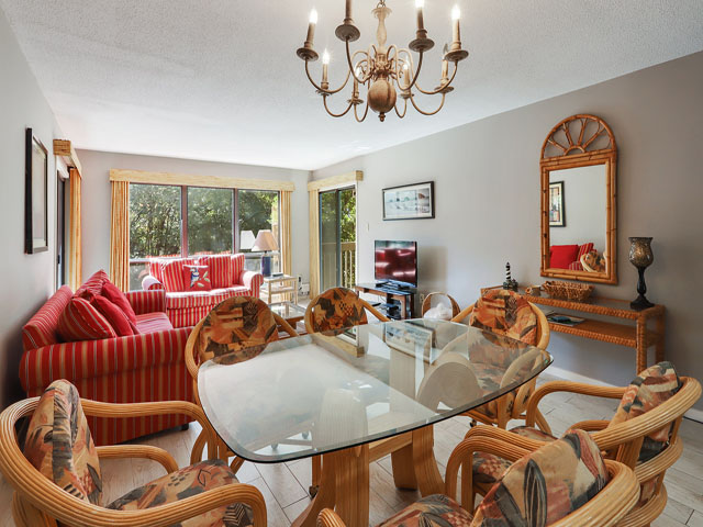 11 Moorings - Kitchen table