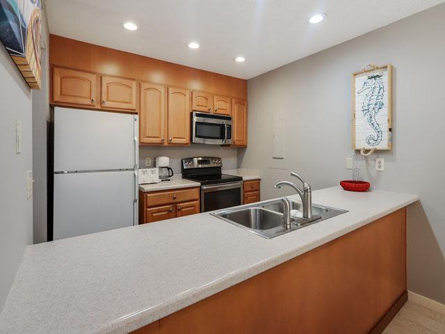11 Moorings - Kitchen
