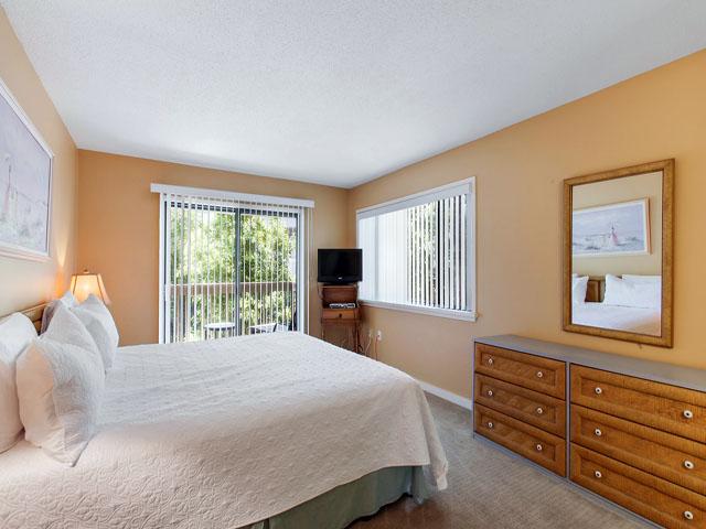 11 Moorings - Bedroom 1