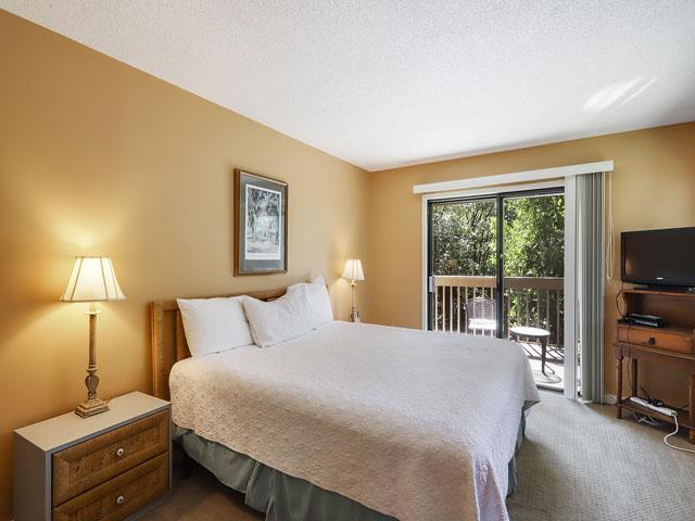 11 Moorings - Master Bedroom