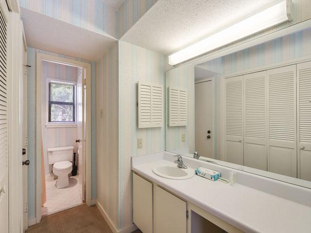 11 Moorings - Master Bedroom Bathroom