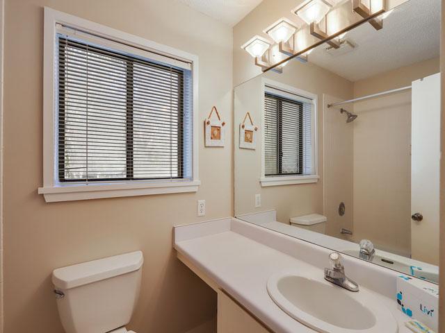 11 Moorings  - Bathroom