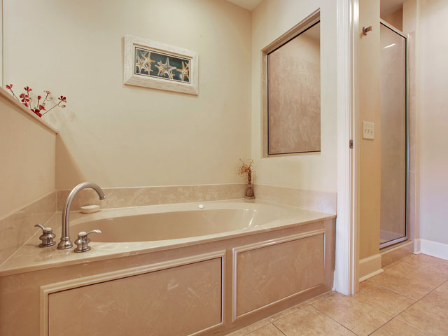 109 Main Sail -Bathroom 2