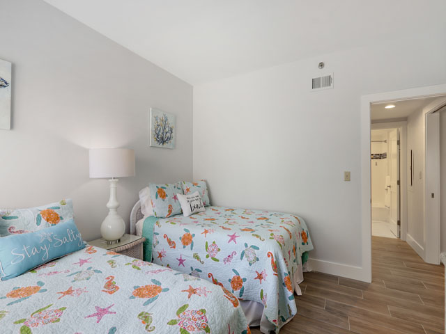315 Barrington - Guest Bedroom