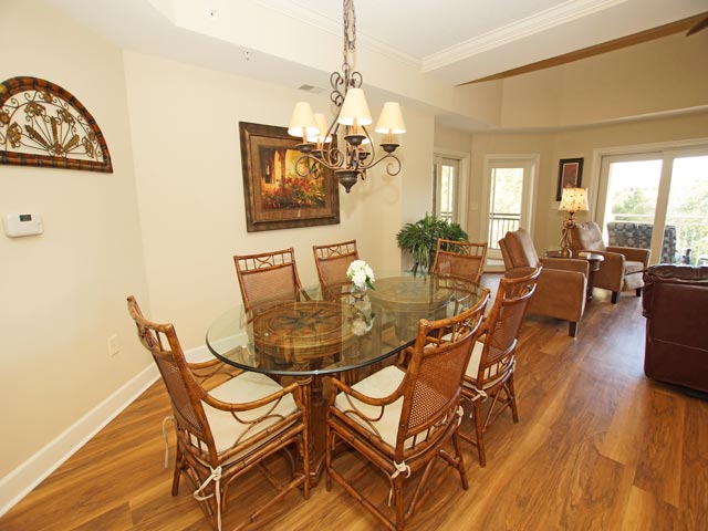 407 Main Sail - Dining Room