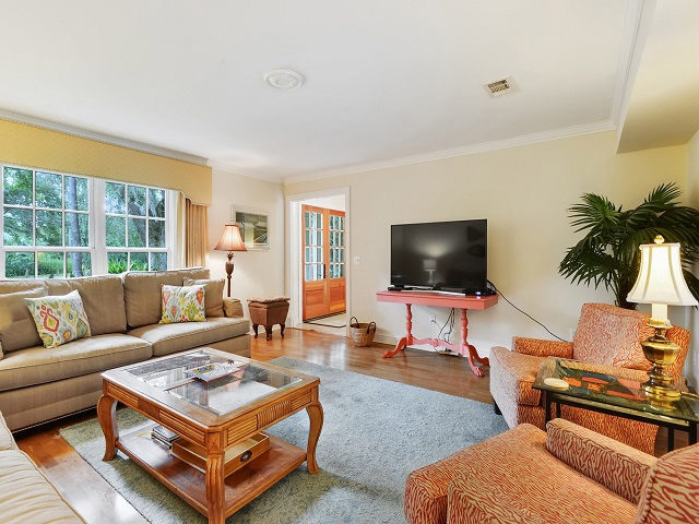 24 Red Maple - Family Room