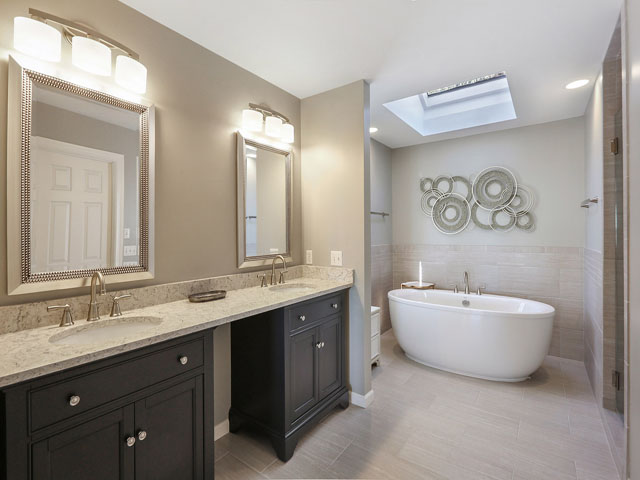 7 Road Runner- Master bath
