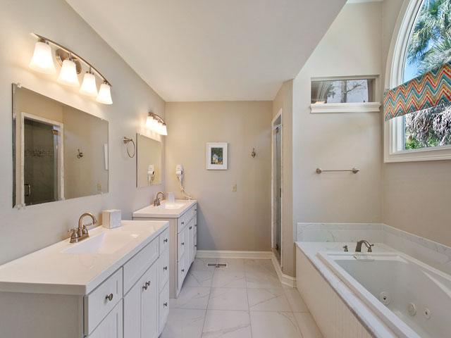 25 Rum Row - Master Bedroom Bathroom
