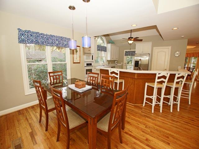 25 Rum Row - Kitchen Seating Area