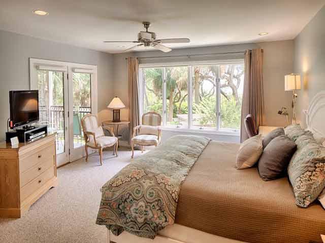 20 Sea Oak - Brown Bedroom