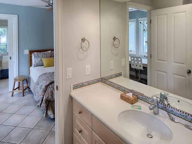 20 Sea Oak - White Bedroom Bathroom