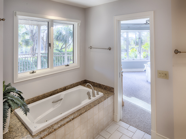 20 Sea Oak - Bedroom 1 Bathroom