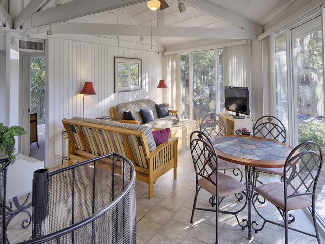 23 Sea Oak - Living Room