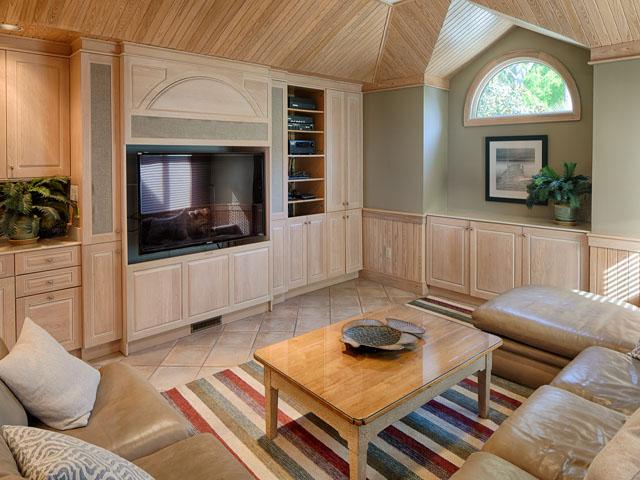 20 Sea Oak - Living room off kitchen