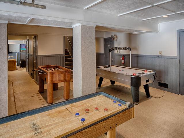 20 Sea Oak - Game room