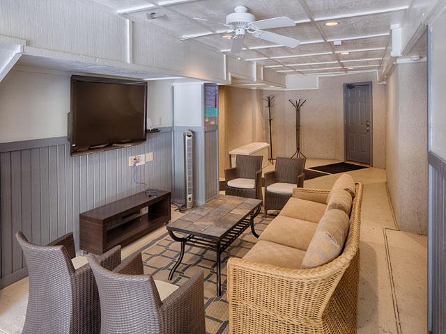 20 Sea Oak - Movie room