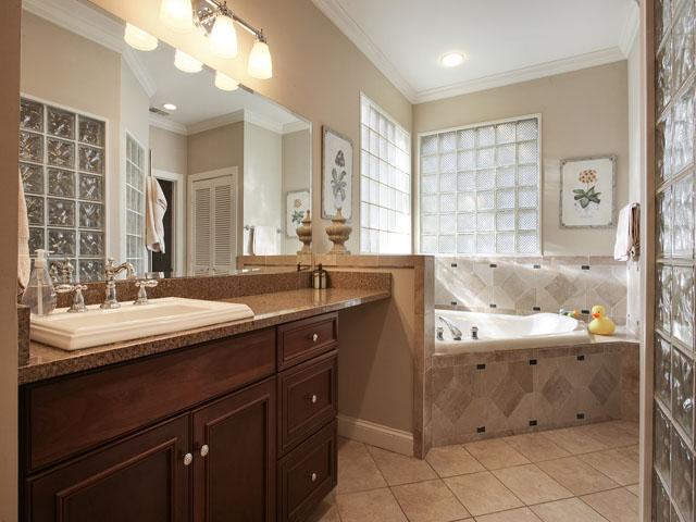46 Sea Lane - Bathroom 1