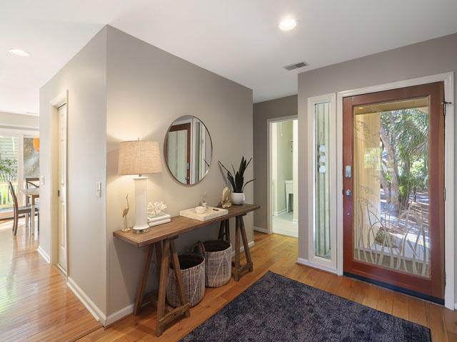5 St George - Entry Way