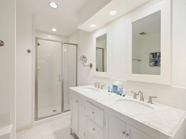 5 St George - Master Bedroom Bathroom