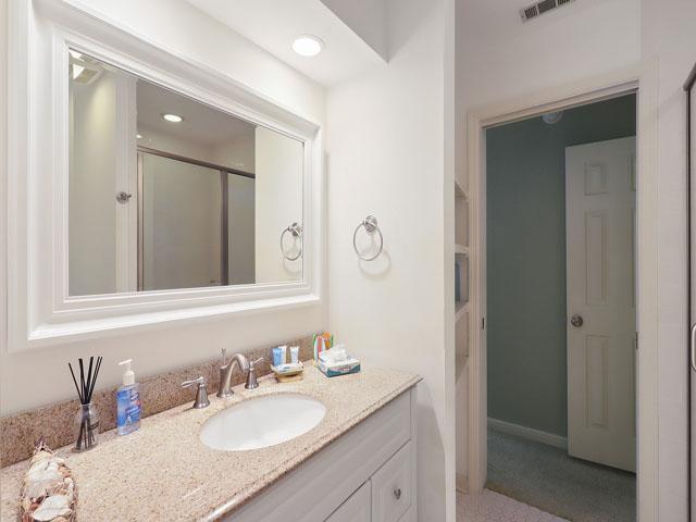 5 St George - Guest Bedroom Bathroom