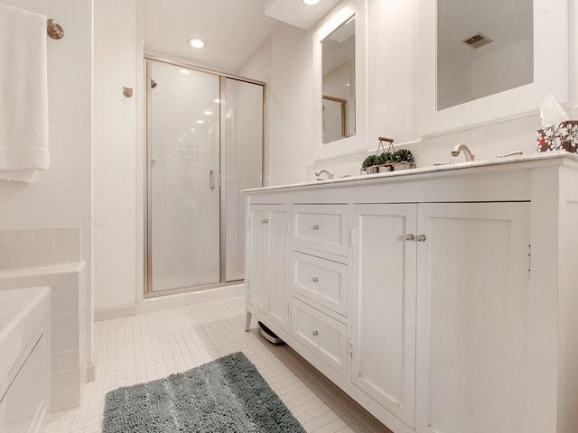 5 Saint George - Master Bedroom Bathroom