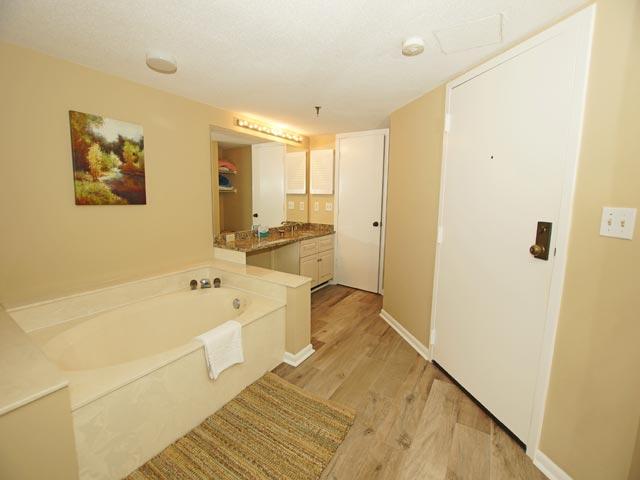 1408 Villamare - Guest Bathroom