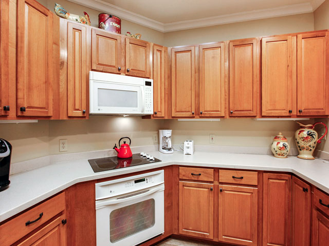 8106 Wendover - Kitchen