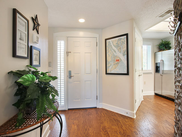 Windsor Place 405- Entry