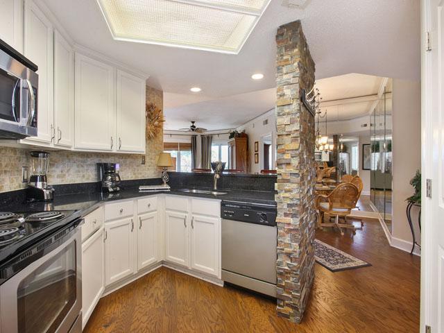 Windsor Place 405- Kitchen