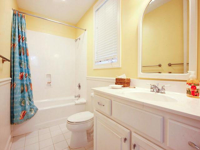 4 Brigantine - Bathroom