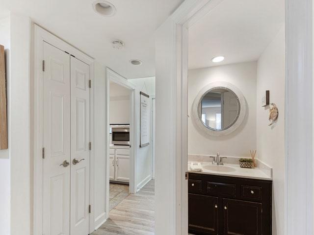 10 Armada - Bedroom 2 Bathroom