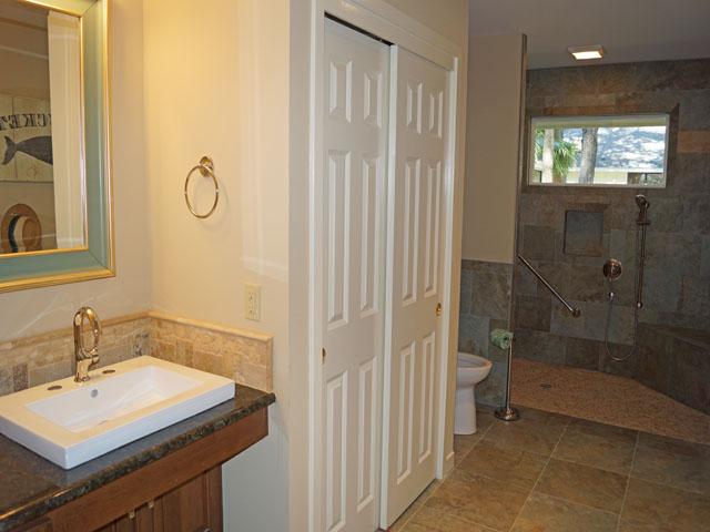 10 Sea Lane - Bathroom