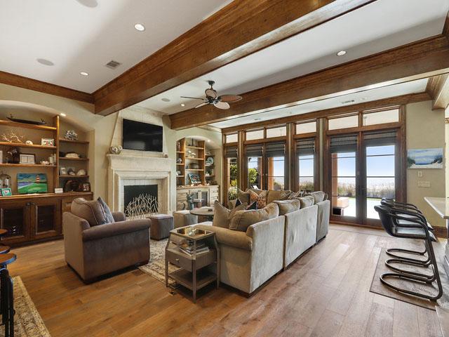 21 Brigantine - Living room