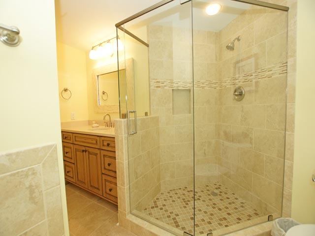 505 Windsor Place - Master Bathroom