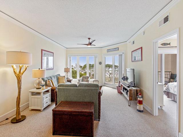 505 Windsor Place - Living room
