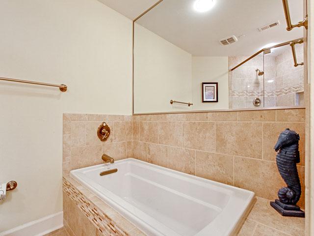 505 Windsor Place - Master bedroom bathroom