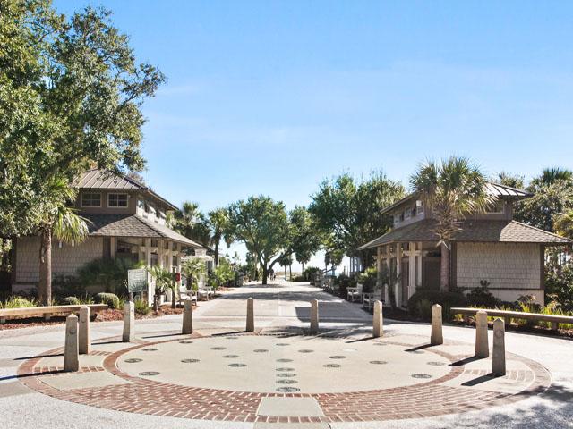 North Shore 110- Coligny Plaza
