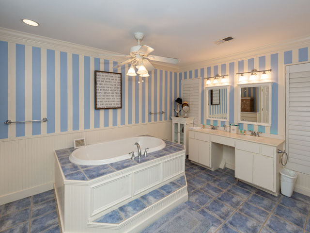 91 Baynard Cove - Master Bedroom Bathroom