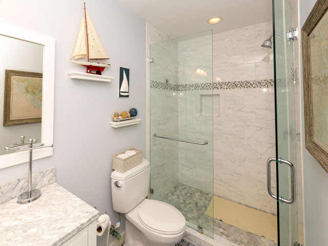 91 Baynard Cove - Guest Bathroom