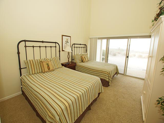 1 Beach Villa - Guest Bedroom