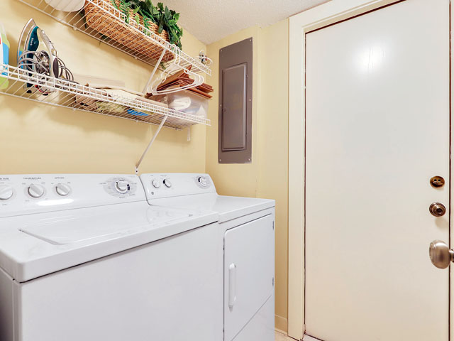 544 Plantation Club - Laundry room