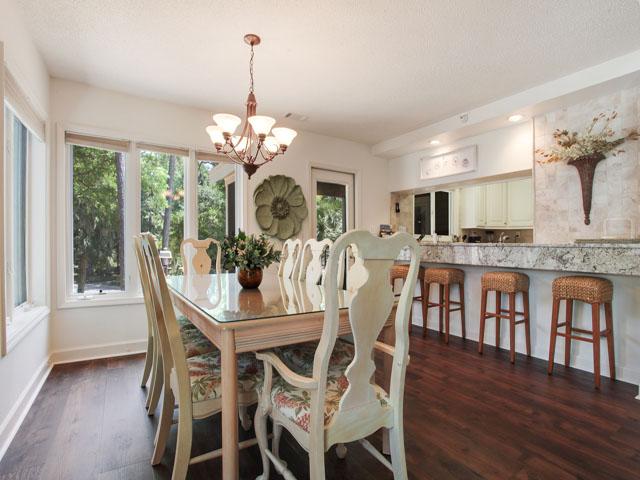 Huntington 7647- Kitchen table