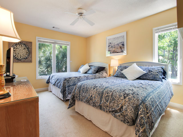 Huntington 7647- Bedroom 2, two queens