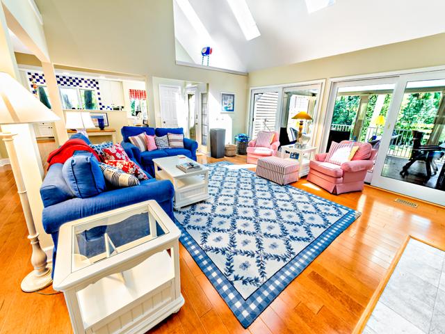 6 Junket - Living Room