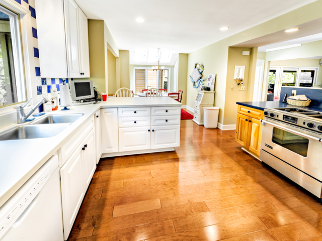 6 Junket - Kitchen