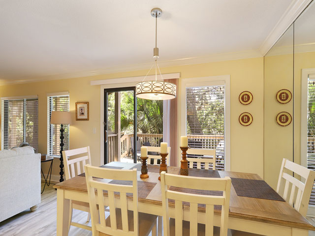 107 Beachwalk - Dining Area