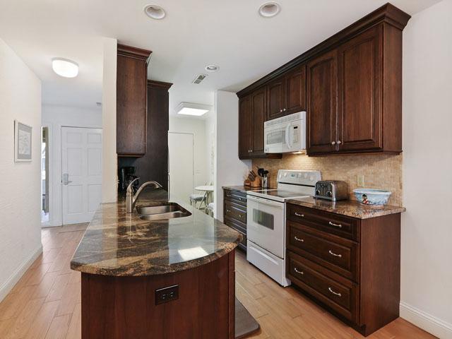 704 Tennismaster - kitchen
