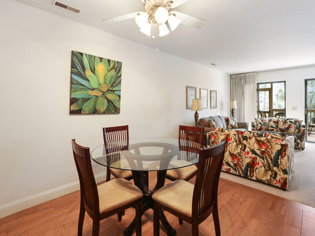 704 Tennismaster - Dining Room
